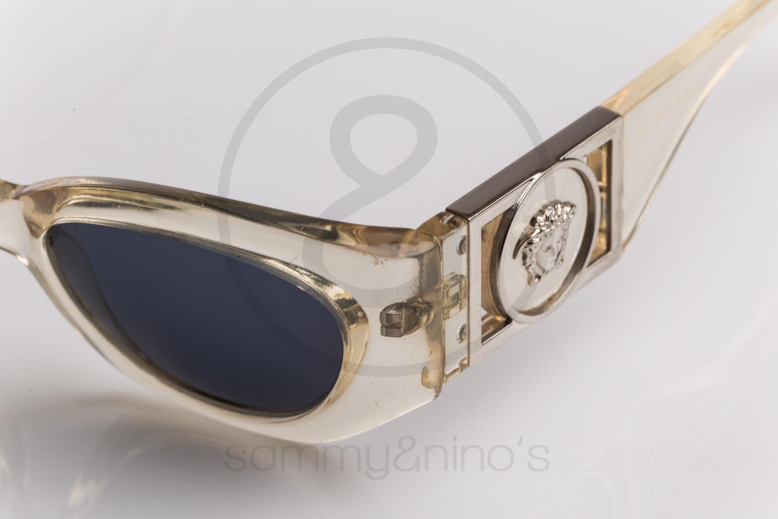 599a2518d06 Previous  Next. HomeSOLD OUTGianni Versace 420 b 924