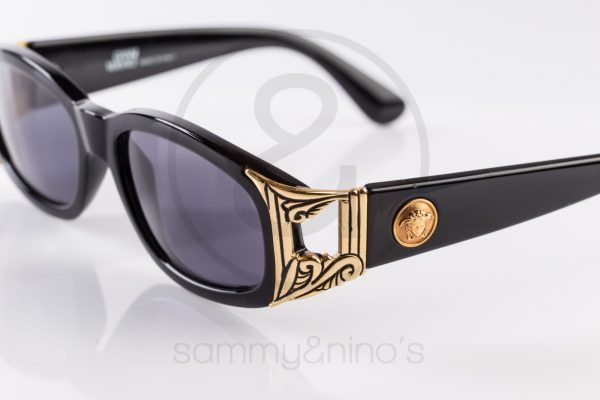 8fb422b54eaa vintage-sunglasses-gianni-versace-482-black-gold1